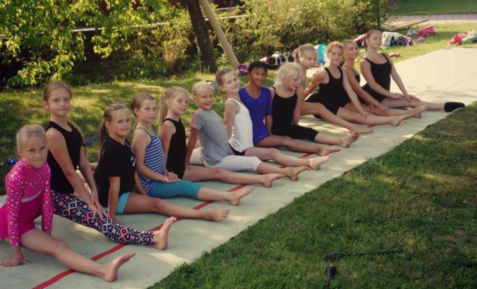 Sommarläger dans, akrobatik och gymnastik